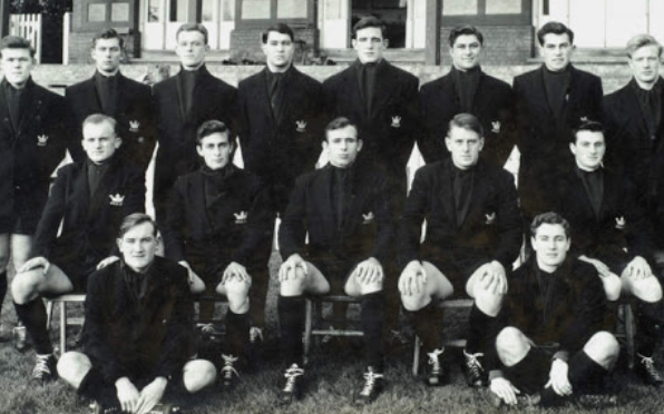 Oxford University PGD Robbins (Captain) J R C Young (seated right) both Old Veseyans