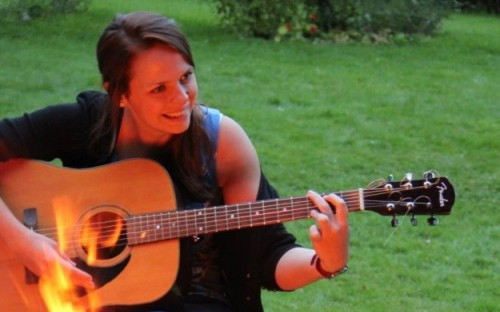 Lucy Feltham playing guitar