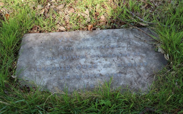 Vic and Jock's grave, Claremont