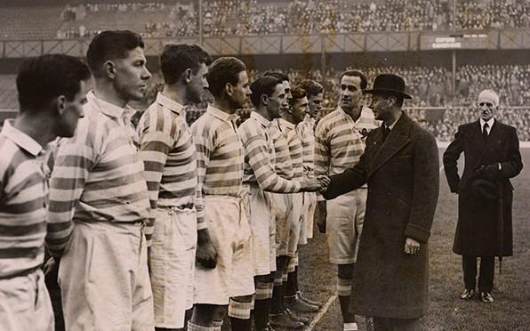 Eric Bole introduces King George VI to the Cambridge team, 1945