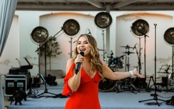 Karolina Nevoina - singing