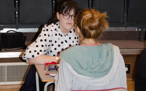 Alumna Zoe Silkstone advises a LVI pupil