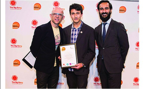 Ginamar receiving his award from Jason Bradbury (left) and Imran Khan (right)