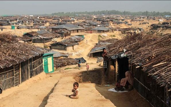 Photo of Kutupalong Refugee Camp in Bangladesh by John Owens (VOA) [Public domain]