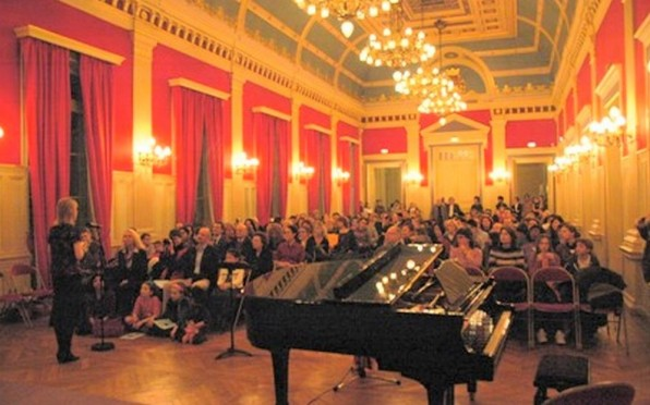 The Mairie of the XVIth arrondissement was packed with audience.
