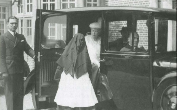 June 1938 - Queen Mary speaks with Rev. M. Prioress