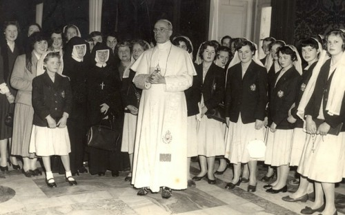Holy Child Jesus Pupils Meet Pope Pius XII