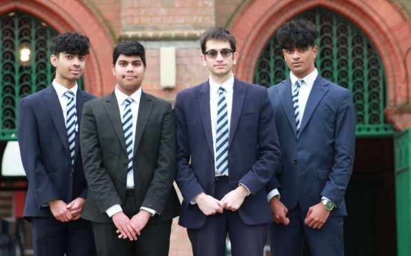 Anirudh G (13BSA), Dev G(13AC), Rahul M (13JP), Sunny K (13VGG) from team QuantumFund