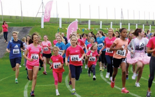 Students, Staff and family members run to raise money for Cancer Research UK