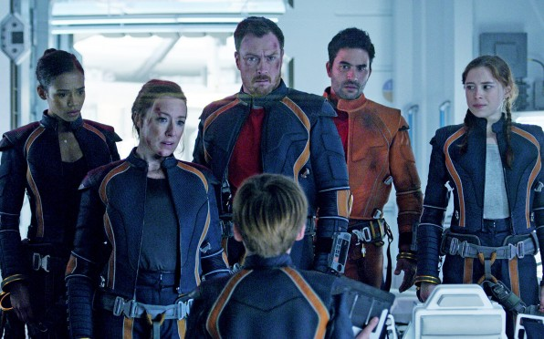 Toby Stephens and the cast of 'Lost in Space'